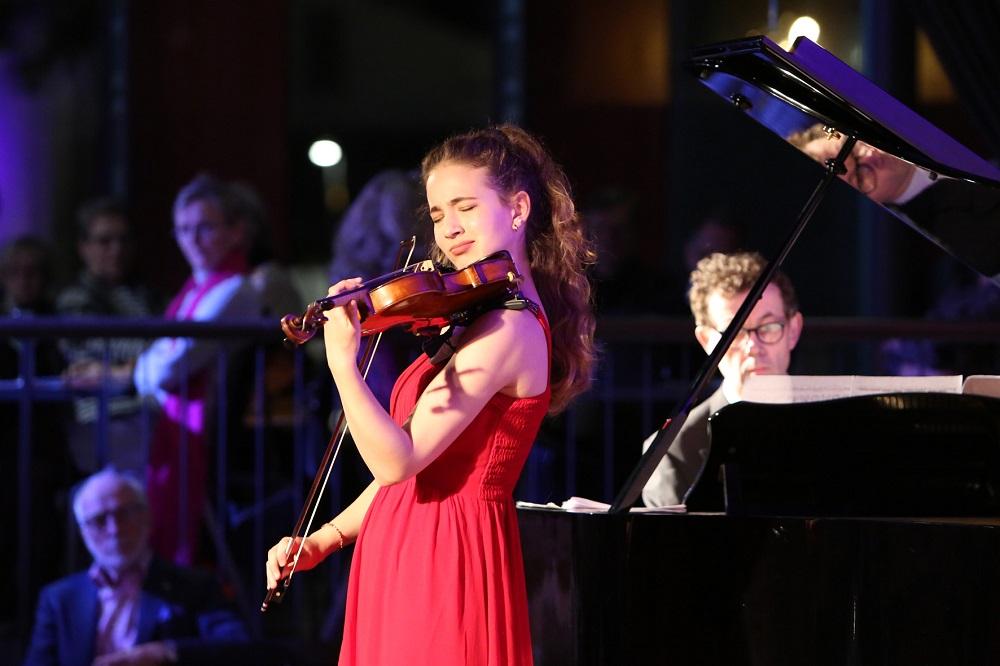 Jäsenillassa soi viulu ja harppu sekä kuultiin Beethovenin viimeisistä sanoista