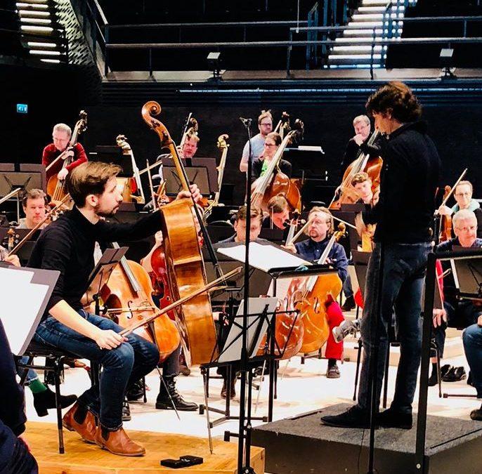 Ja konsertin jälkeen muusikkotapaaminen Musiikkitalon lämpiössä.5.4. solistinamm…